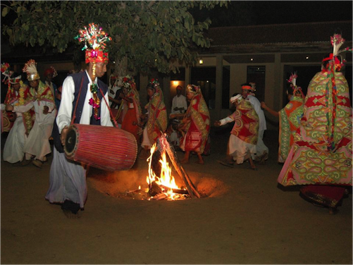 Dancers at the Baagh